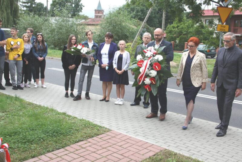 Hołd pod pomnikiem Stanisława Mędelewskiego w rocznicę najazdu Związku Radzieckiego na Polskę